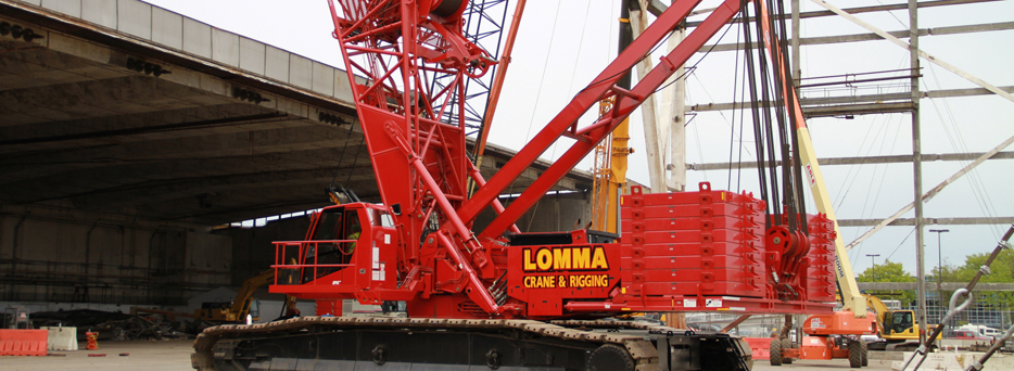 Red Lomma Crane in Action